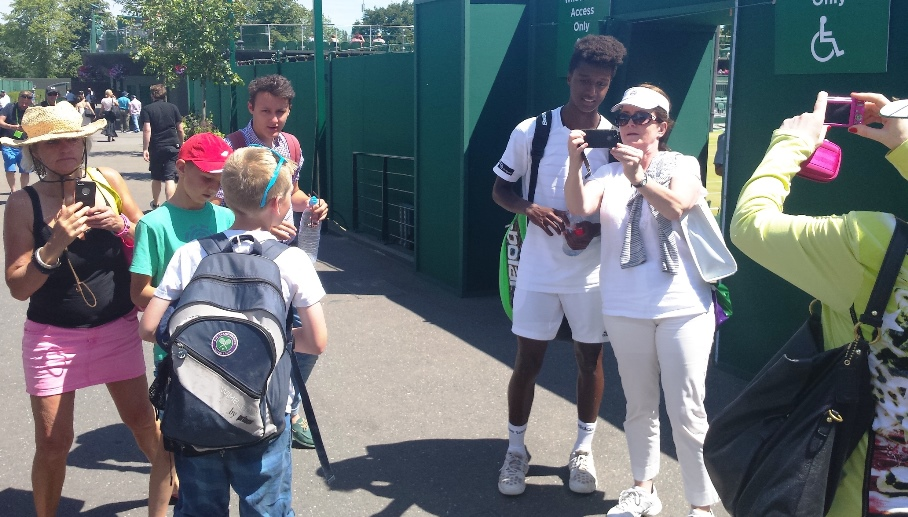 Mikael Ymer 7 and fans
